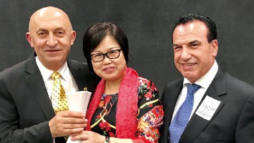 """悉尼市长、议员为智能语音台灯""""代言"""""""
